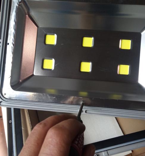 河南投光灯LED灯头损坏维修方法