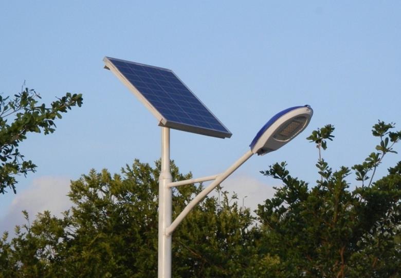 三角臂太阳能路灯