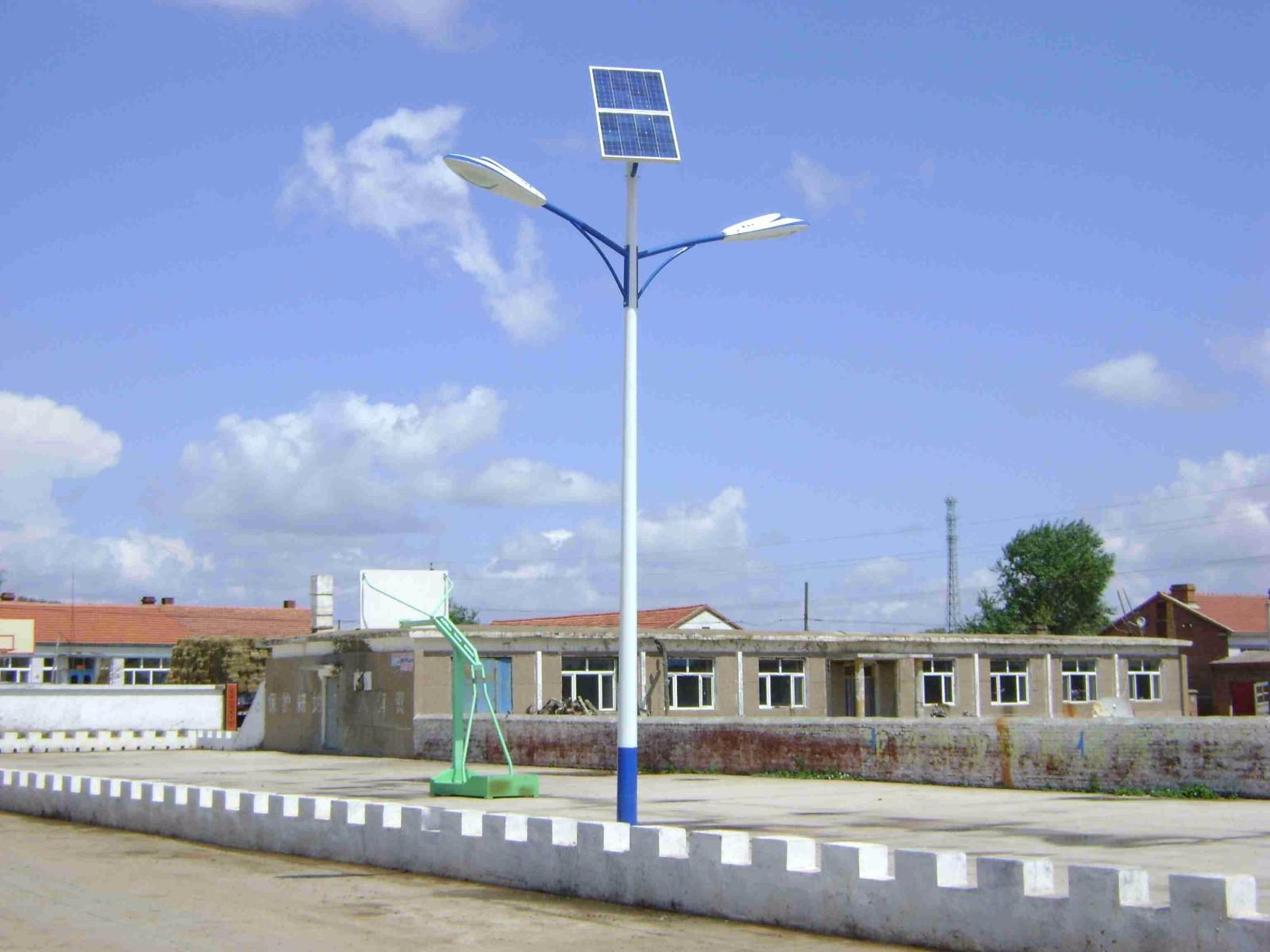对称三角臂锥杆太阳能路灯