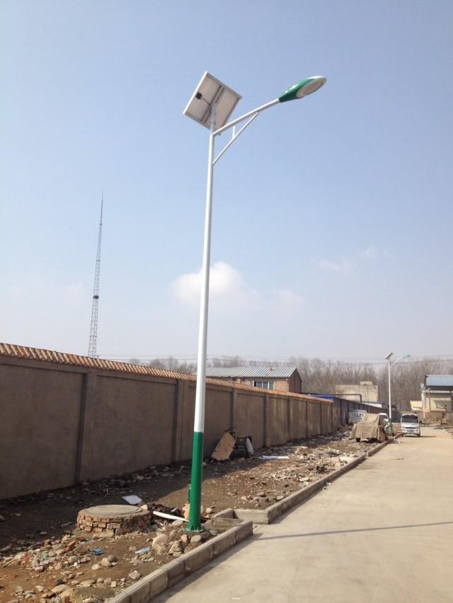 绿白色系A型臂太阳能路灯