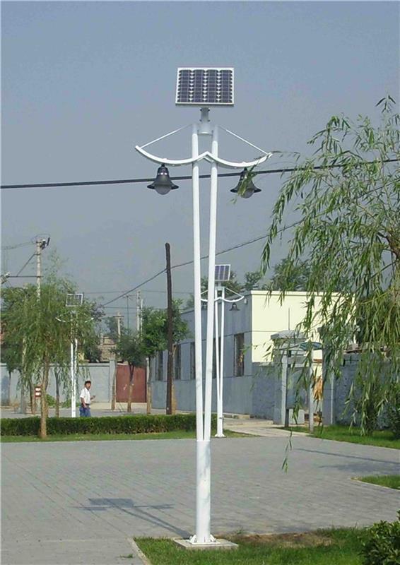 分叉双臂双灯头太阳能路灯