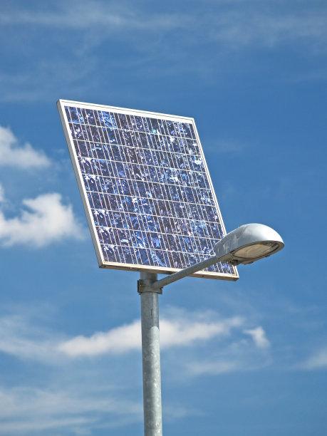 套箍横臂太阳能路灯