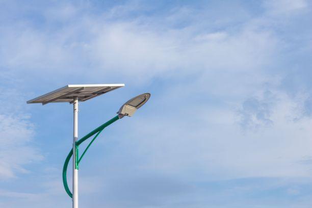 绿配色海螺臂5米太阳能路灯