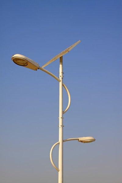 半圆弧双臂双灯头河南太阳能路灯