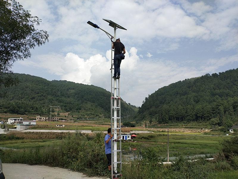 河南洛阳农村太阳能路灯维修