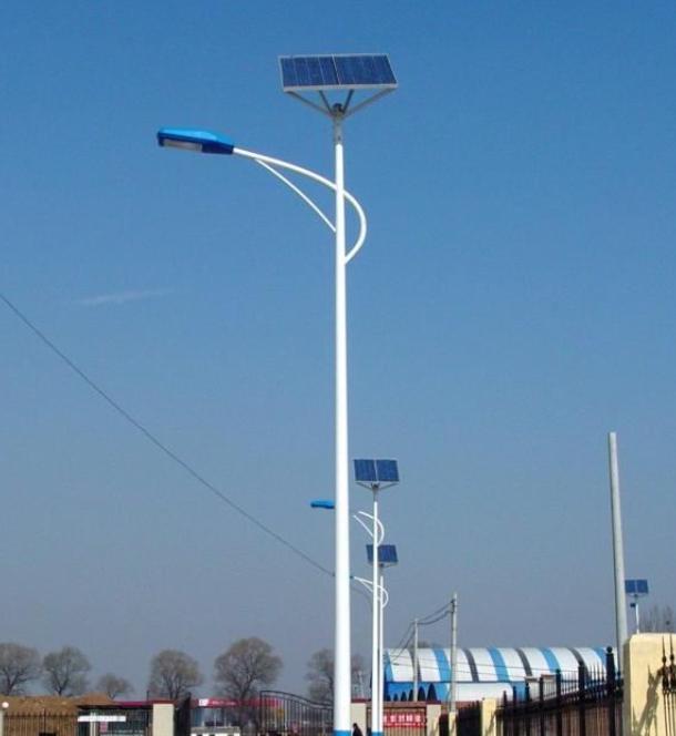 河南新乡农村太阳能路灯6米海螺臂