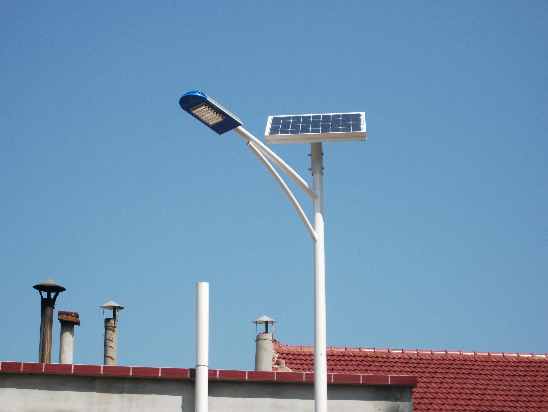 河南登封市美丽乡村安装的6米人字臂太阳能路灯