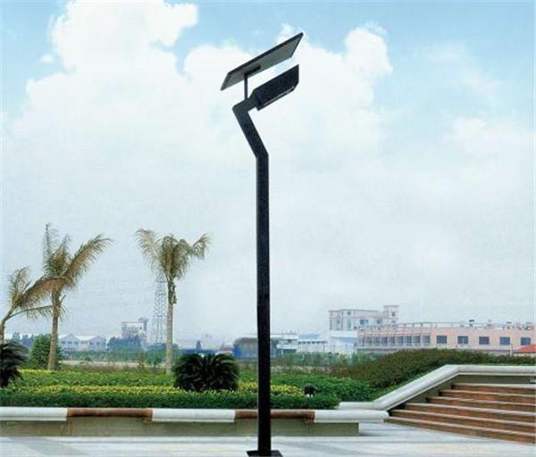 河南省郑州市某公园安装的4米太阳能庭院灯