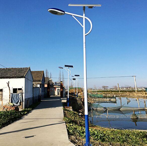 河南省登封市农村安装的太阳能路灯