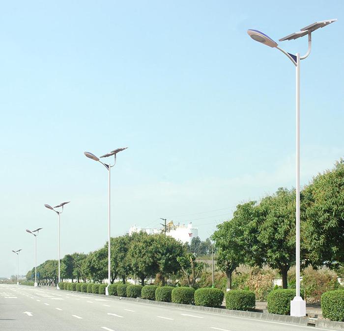 河南郑州多车道6米太阳能路灯