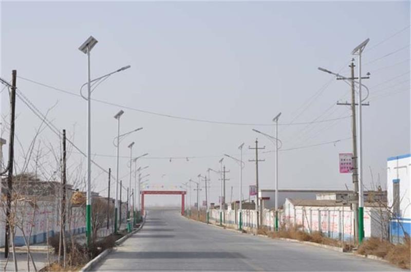河南太阳能灯生产厂家生产的农村6米灯
