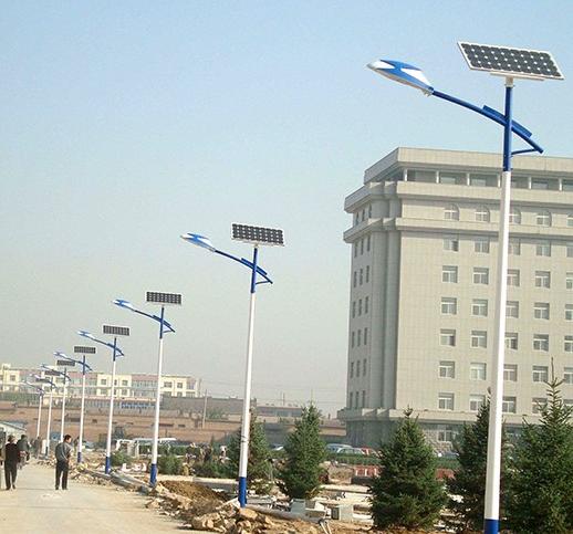 河南日通照明路灯厂生产的6米单臂太阳能路灯