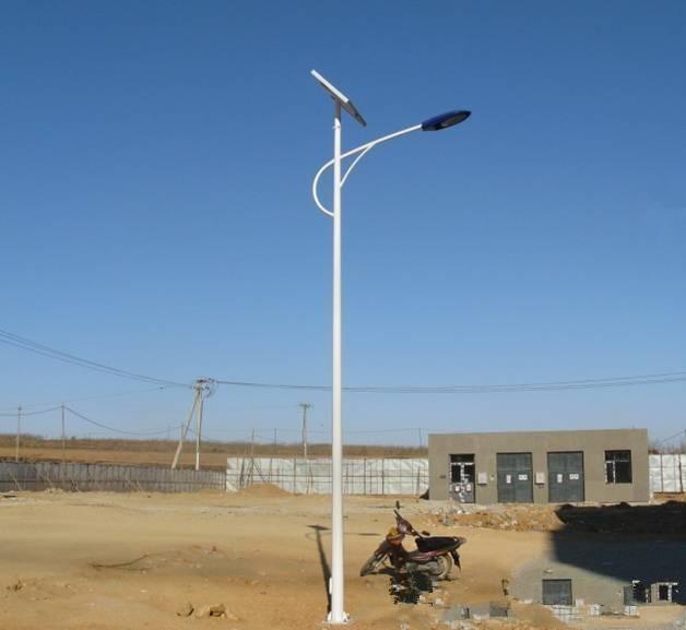 河南农村6米海螺臂太阳能路灯