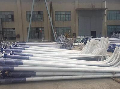 河南路灯厂家生产的热镀锌太阳能路灯灯杆