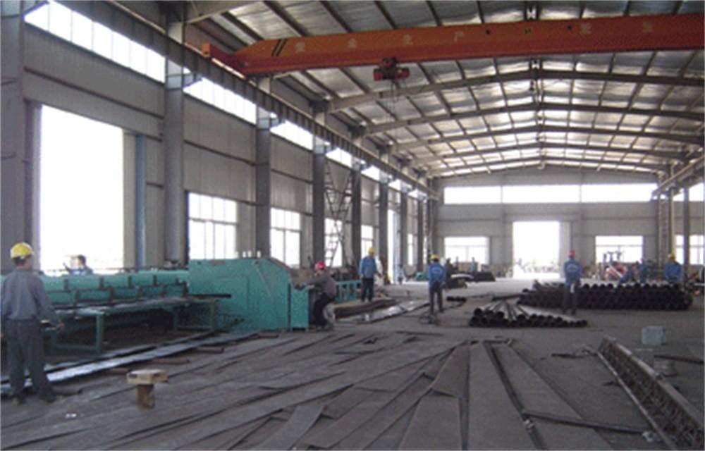 河南省太阳能灯厂家灯杆焊接车间