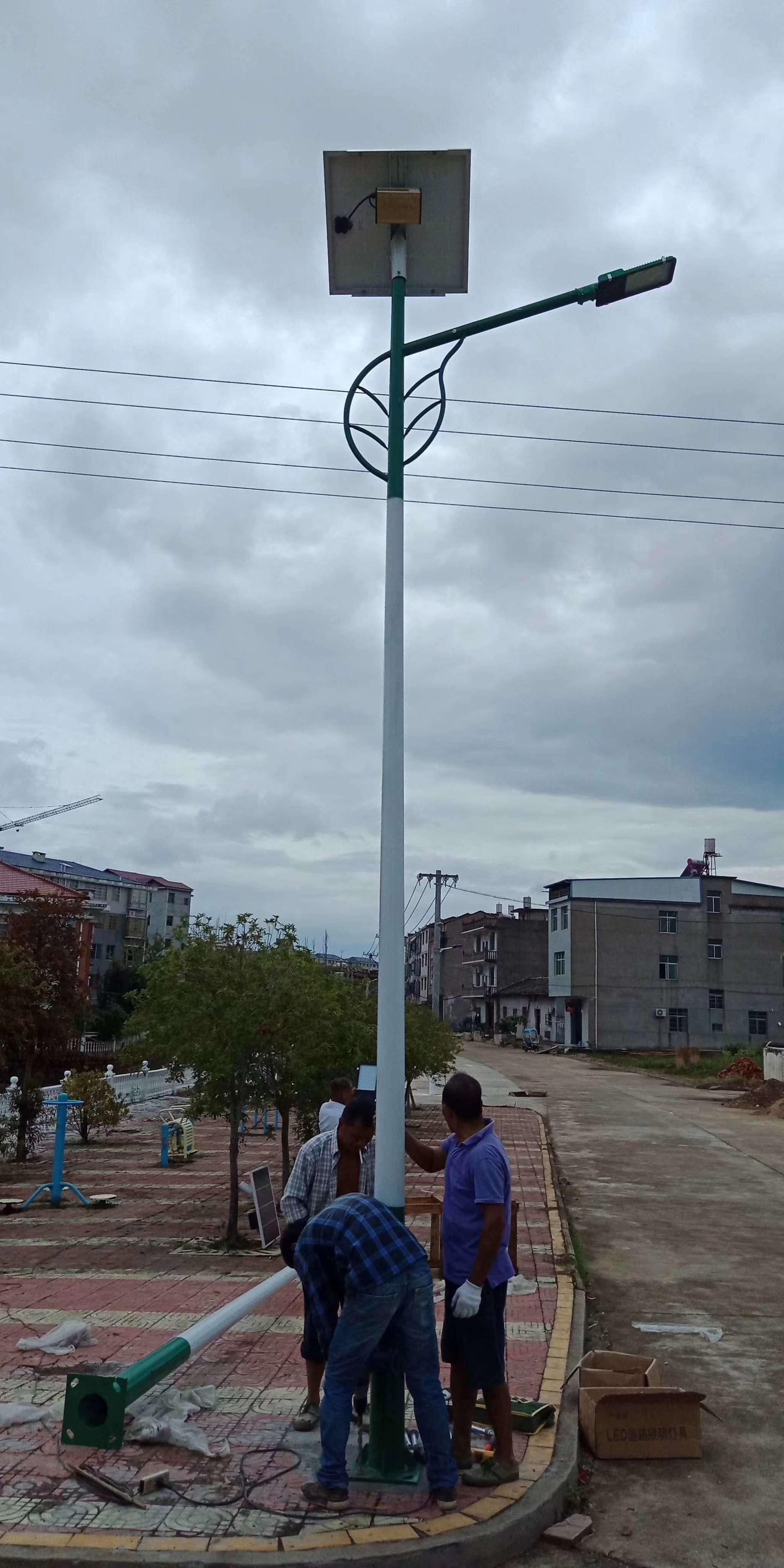 河南省焦作太阳能路灯立杆