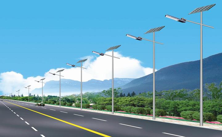 河南中牟6米30W灯头80AH板子太阳能路灯