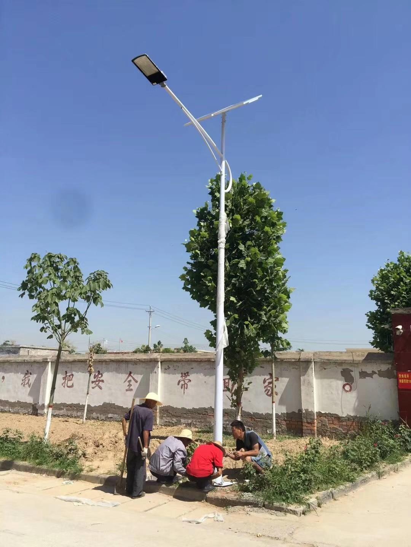 河南郑州太阳能路灯生产厂家安装路灯