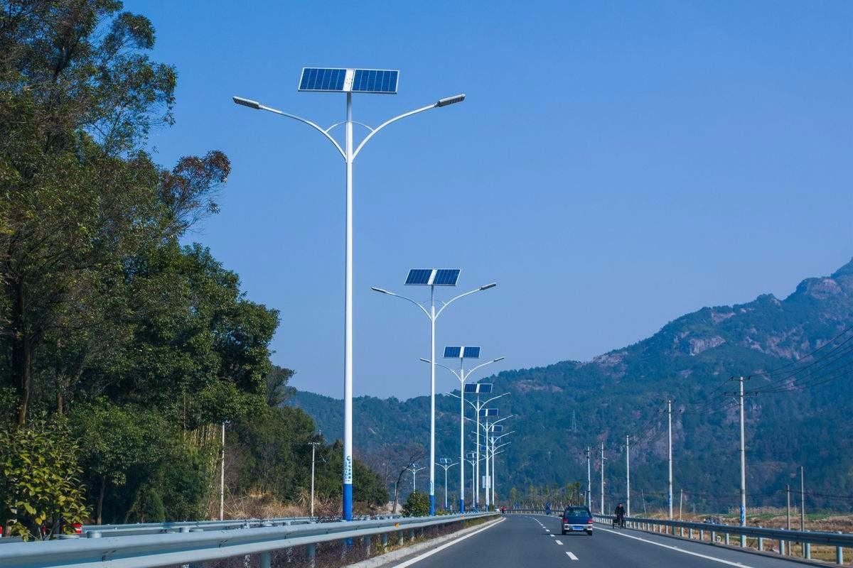 郑州市6米30W双灯头太阳能路灯