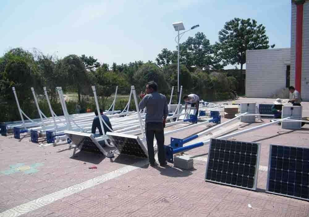 郑州太阳能路灯LED灯头电池板连接