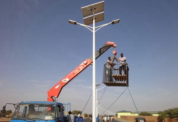 郑州太阳能路灯户外现场安装