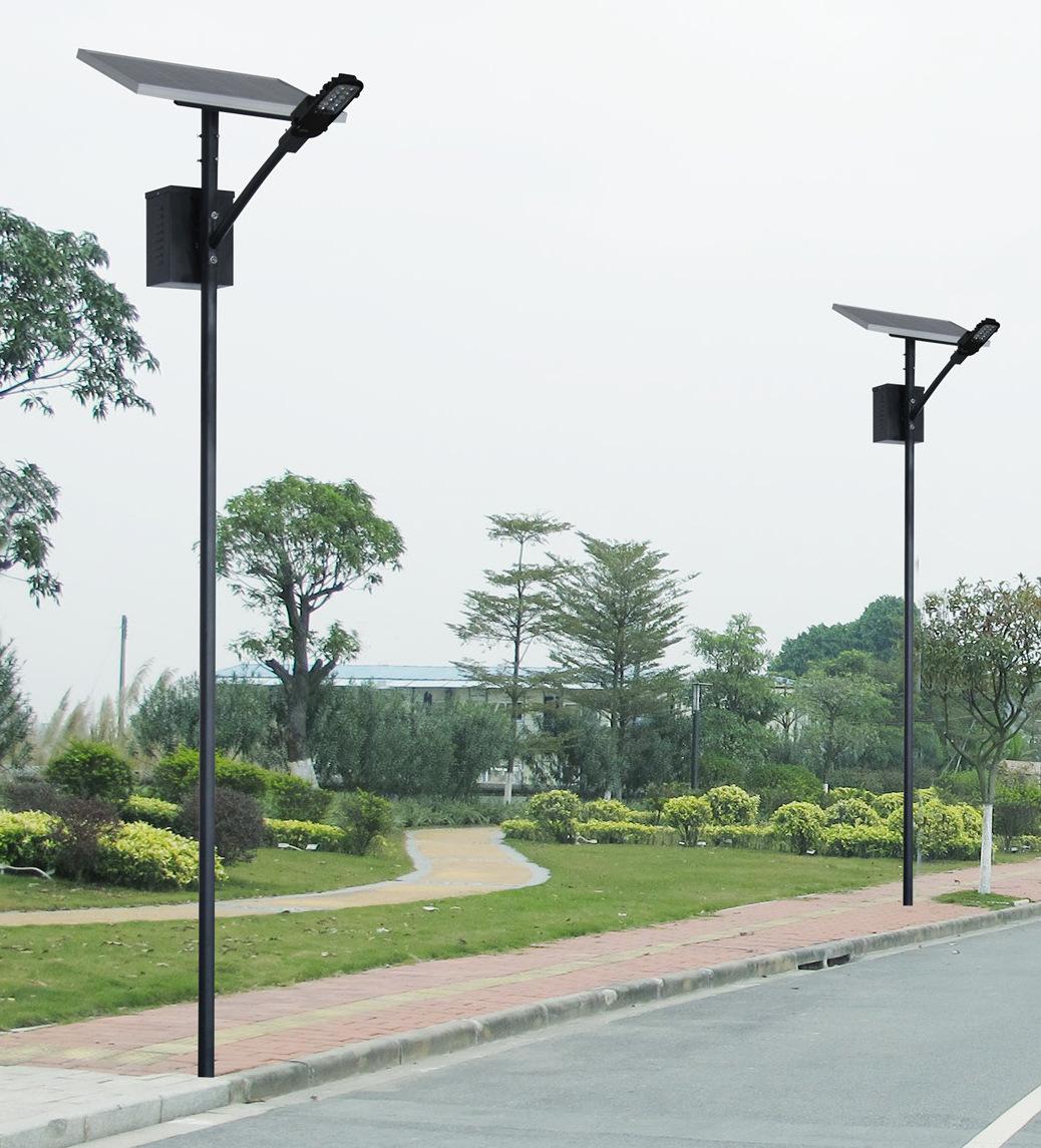 河南省某公园安装的太阳能庭院灯