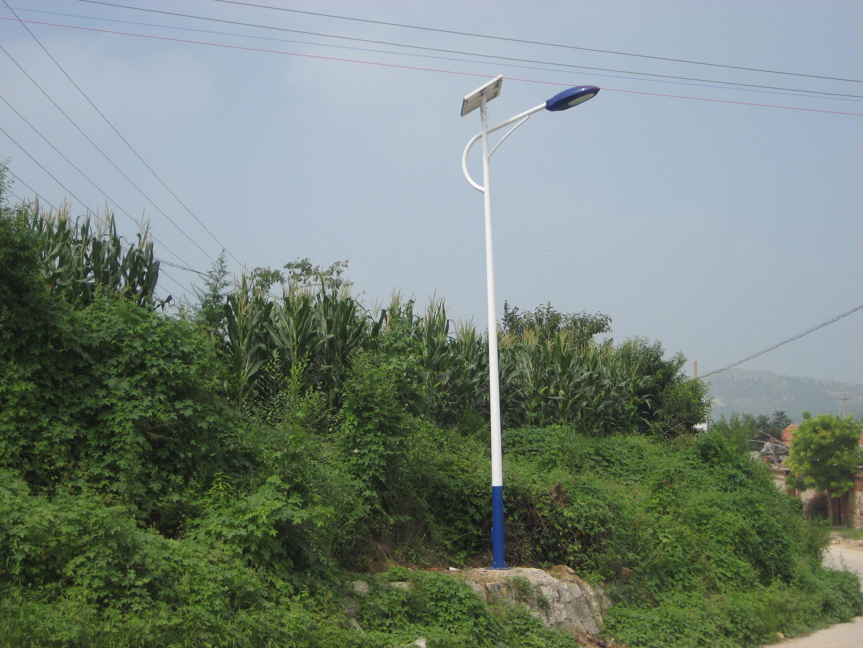 河南省洛阳市山区安装的太阳能路灯