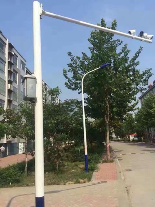 郑州市文化路上的摄像机立杆