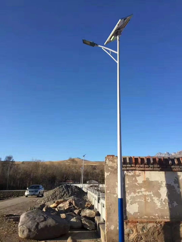 河南省一个农村安装的太阳能路灯