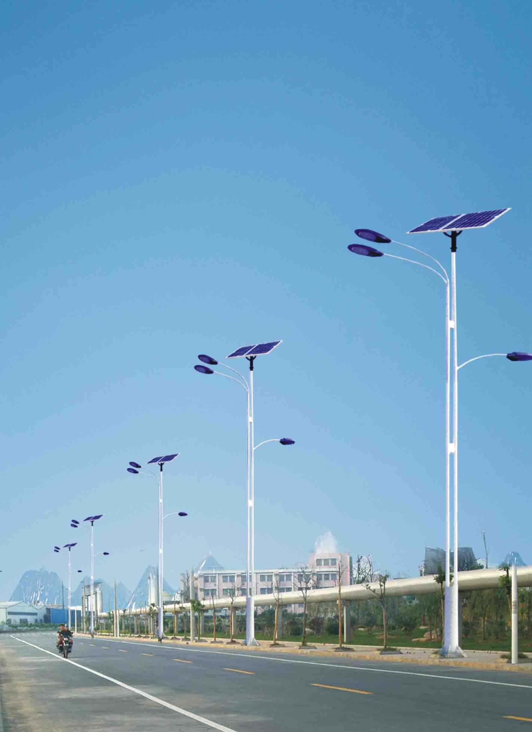 三灯头太阳能路灯