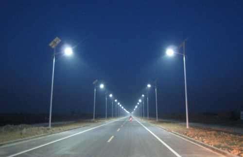 河南省郑州市郊区6米太阳能路灯