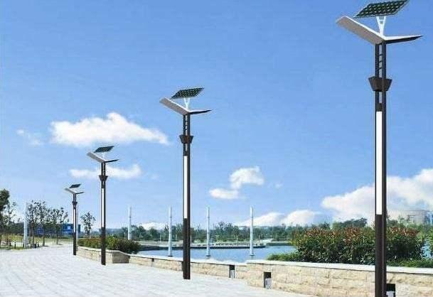 河南省某公园安装的太阳能景观灯