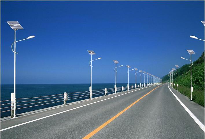 河南省郑州市郊区景点的太阳能路灯