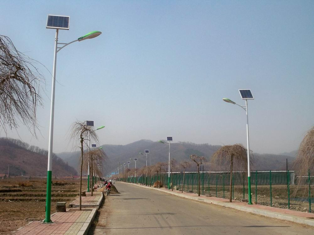 河南省郑州市郊区安装的太阳能路灯