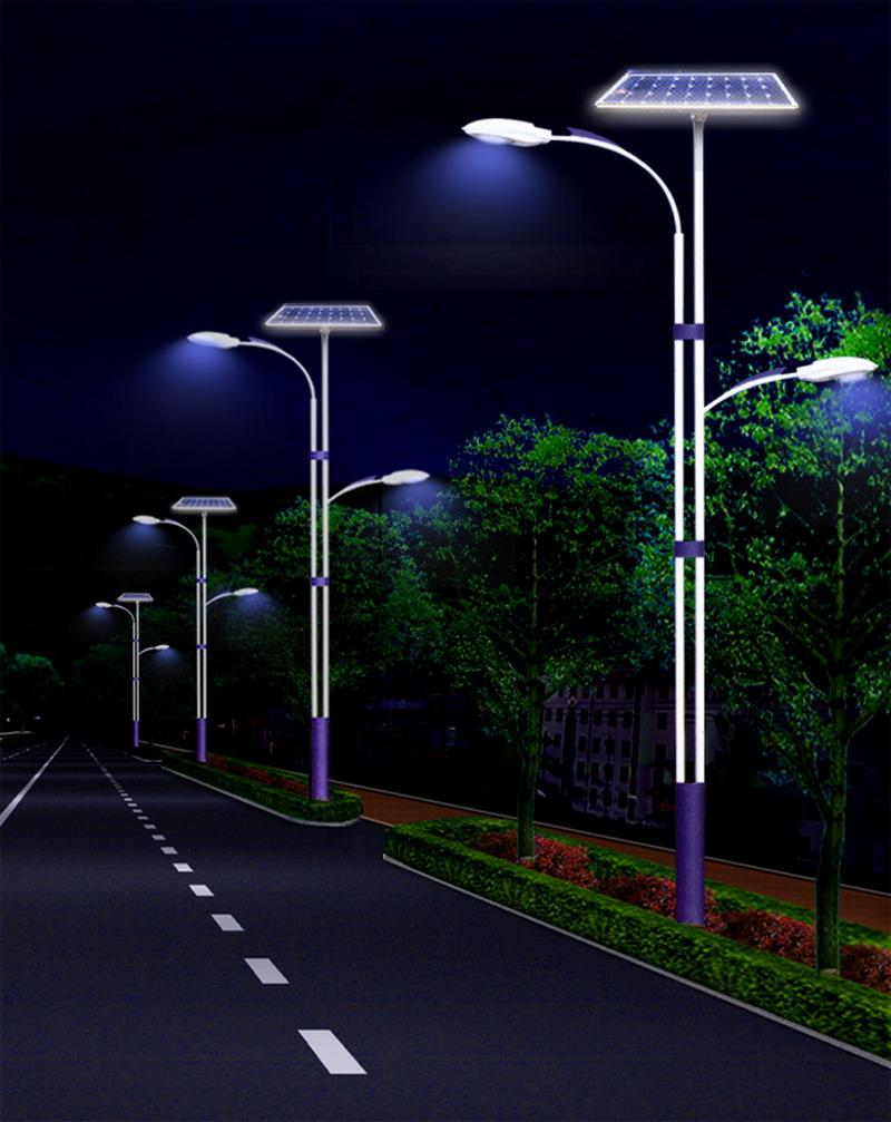 夜晚工作的河南省郑州市航海路太阳能路灯