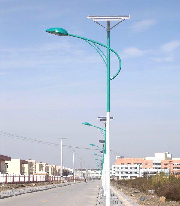 河南省郑州市周边农村安装的太阳能路灯