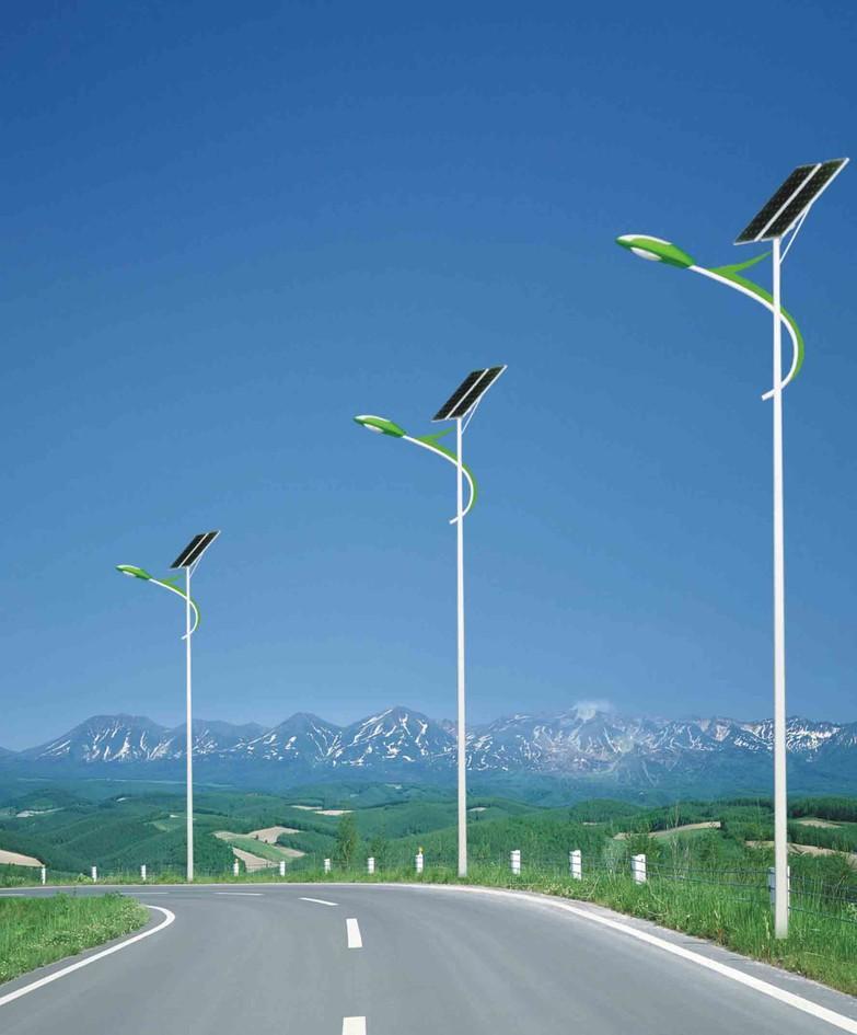 河南省郑州市荥阳市郊区安装的太阳能路灯