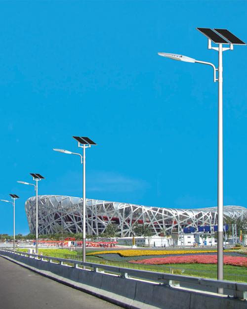 鸟巢旁安装的太阳能路灯