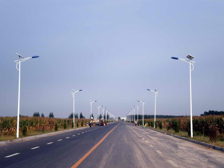 河南省郑州市洛阳市郊区安装的太阳能路灯