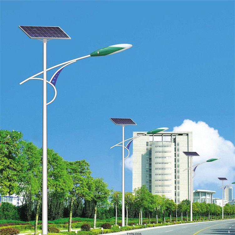 河南省城市道路上的太阳能路灯