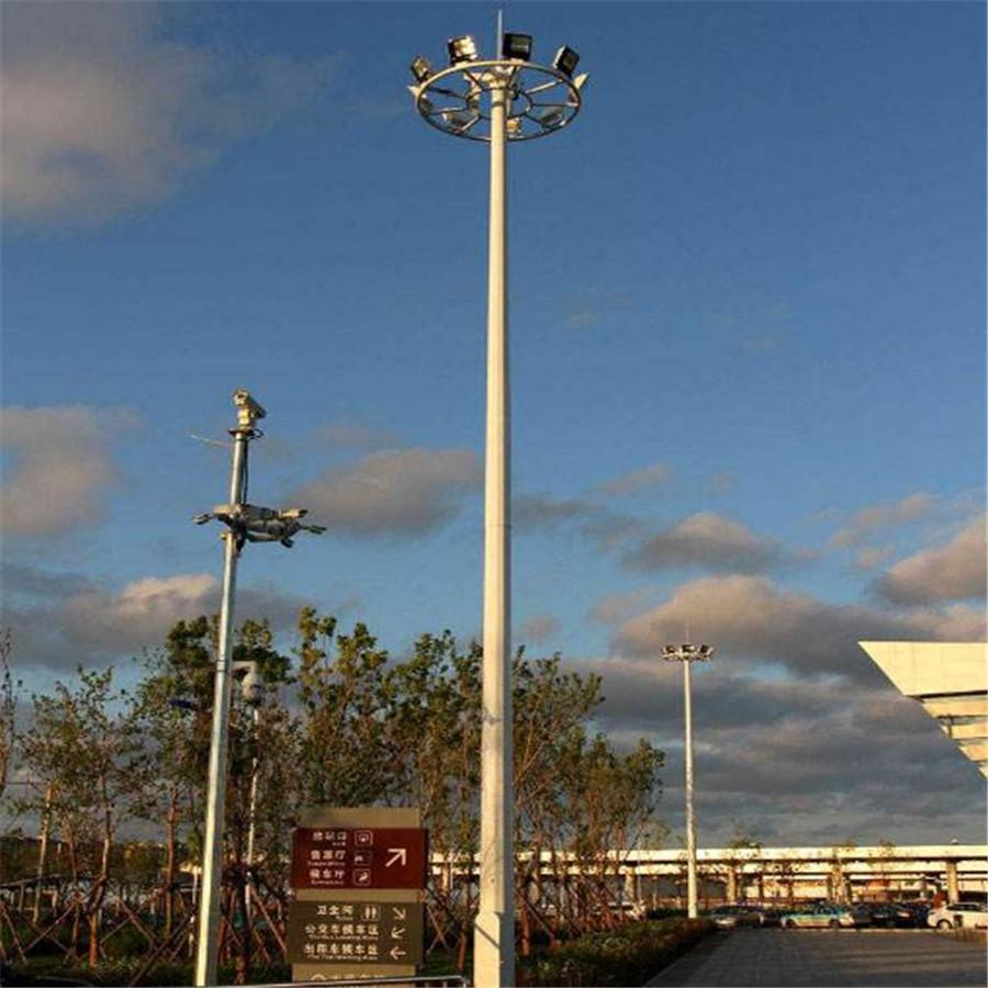 河南郑州市某广场上安装的高杆灯