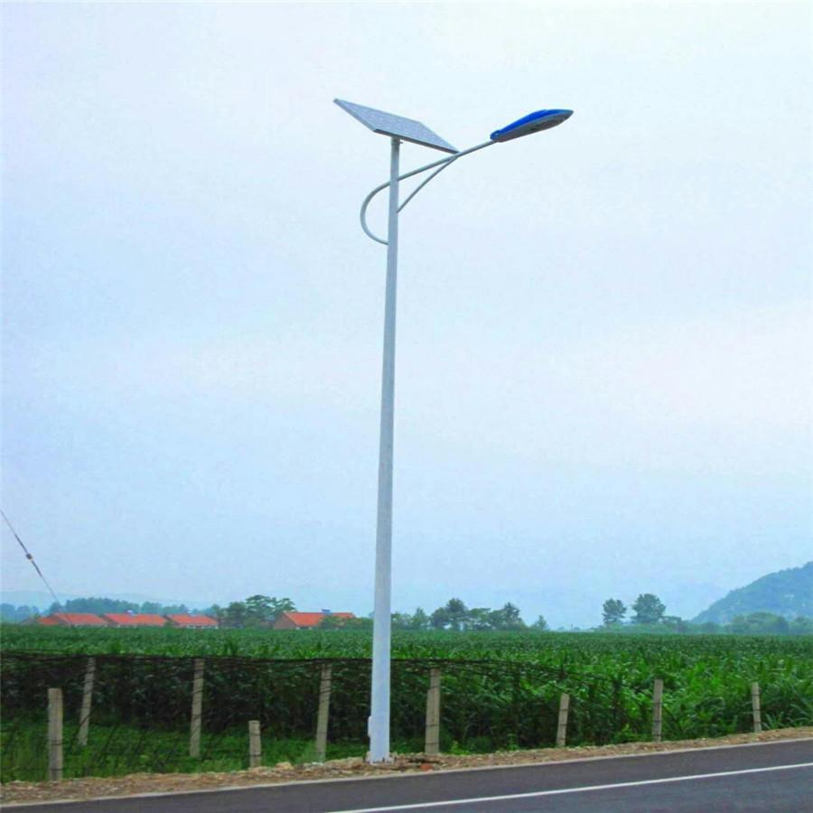 河南郊区安装的海螺臂太阳能路灯