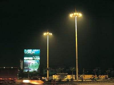 河南省新疆是某货运站安装的高杆灯